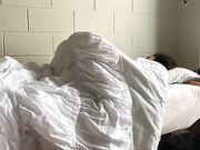 Amatörsvart par gör sex i sovsalen